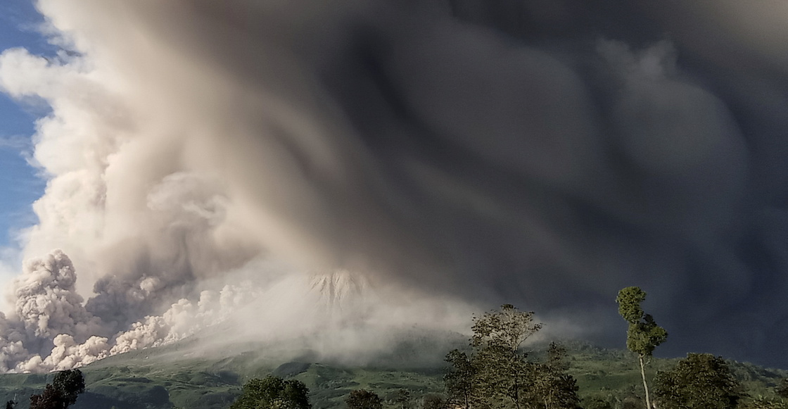 indonesia-volcan-humo