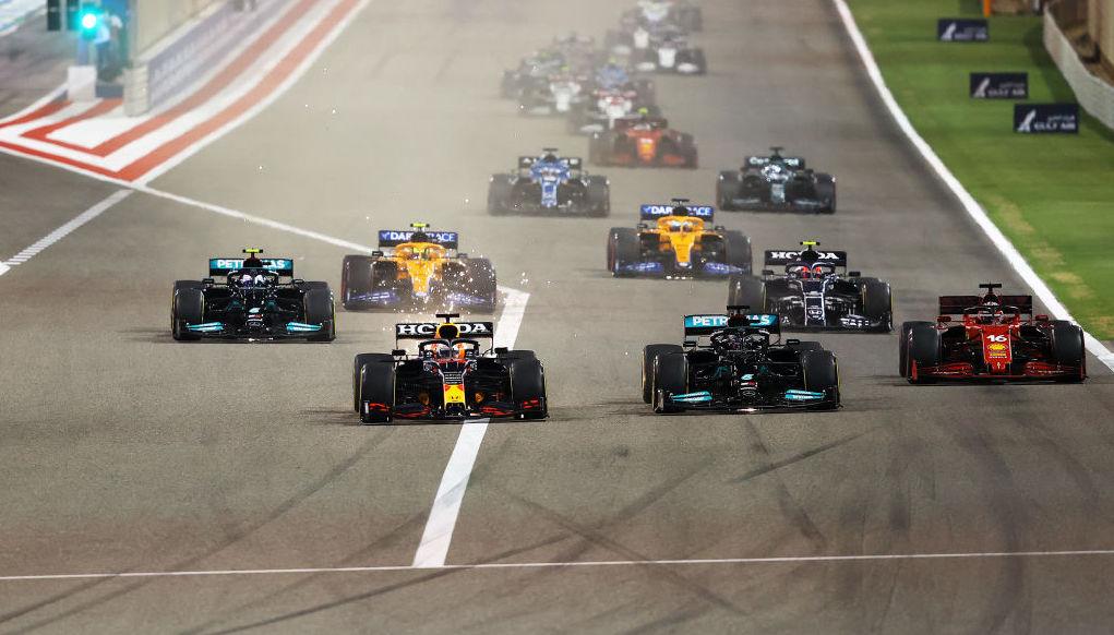 Triunfo de Lewis Hamilton, carrerón de Checo y abandono de Alonso: Lo que dejó el GP de Baréin