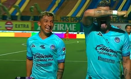 Daniel Amador en el festejo del gol de Michael Rangel
