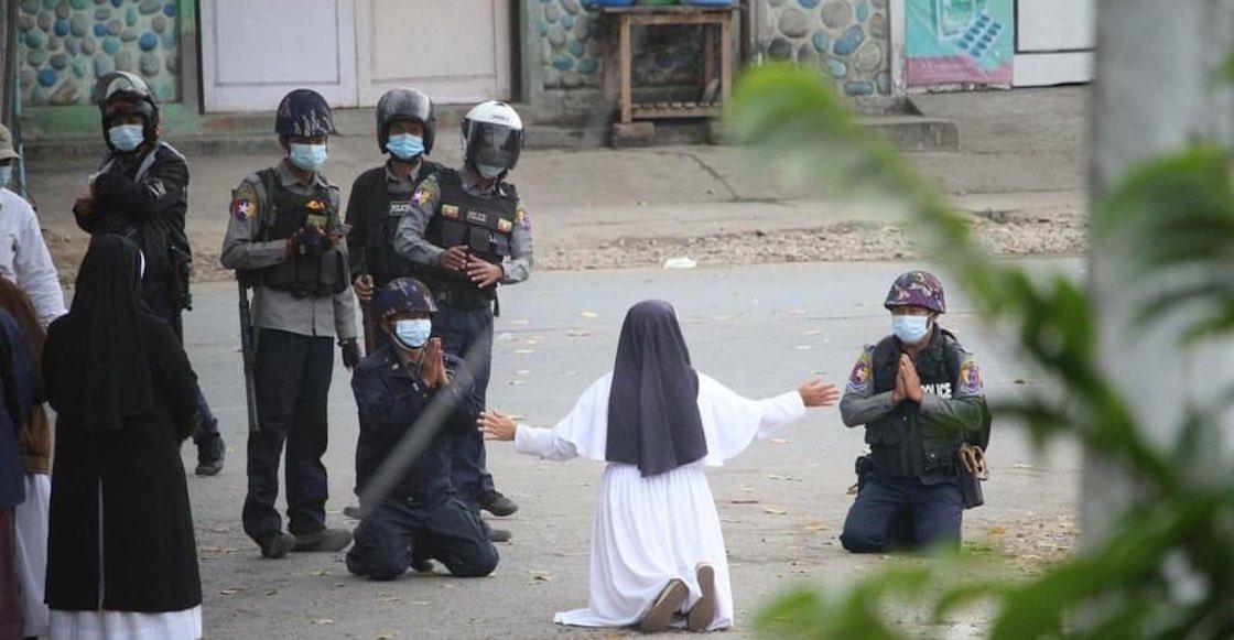 monja-myanmar-policias
