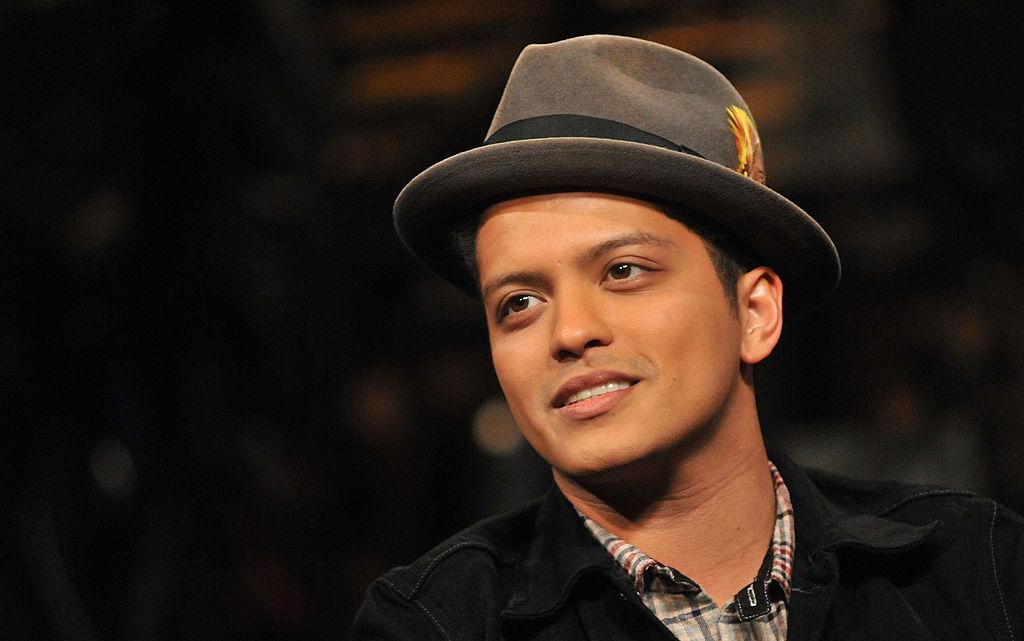 No es broma: Hombre finge ser Bruno Mars y estafa a mujer con 200 mil dólares
