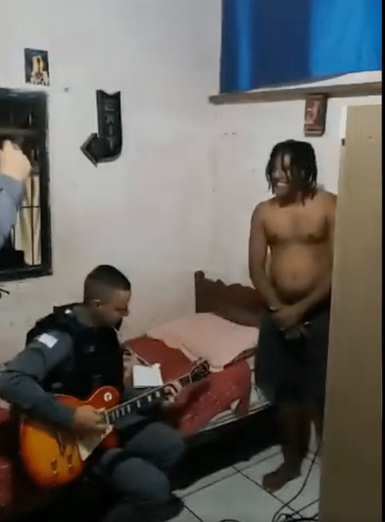 ¡Rifado! Policía detiene a narco; termina tocando rolas de Iron Maiden y Metallica