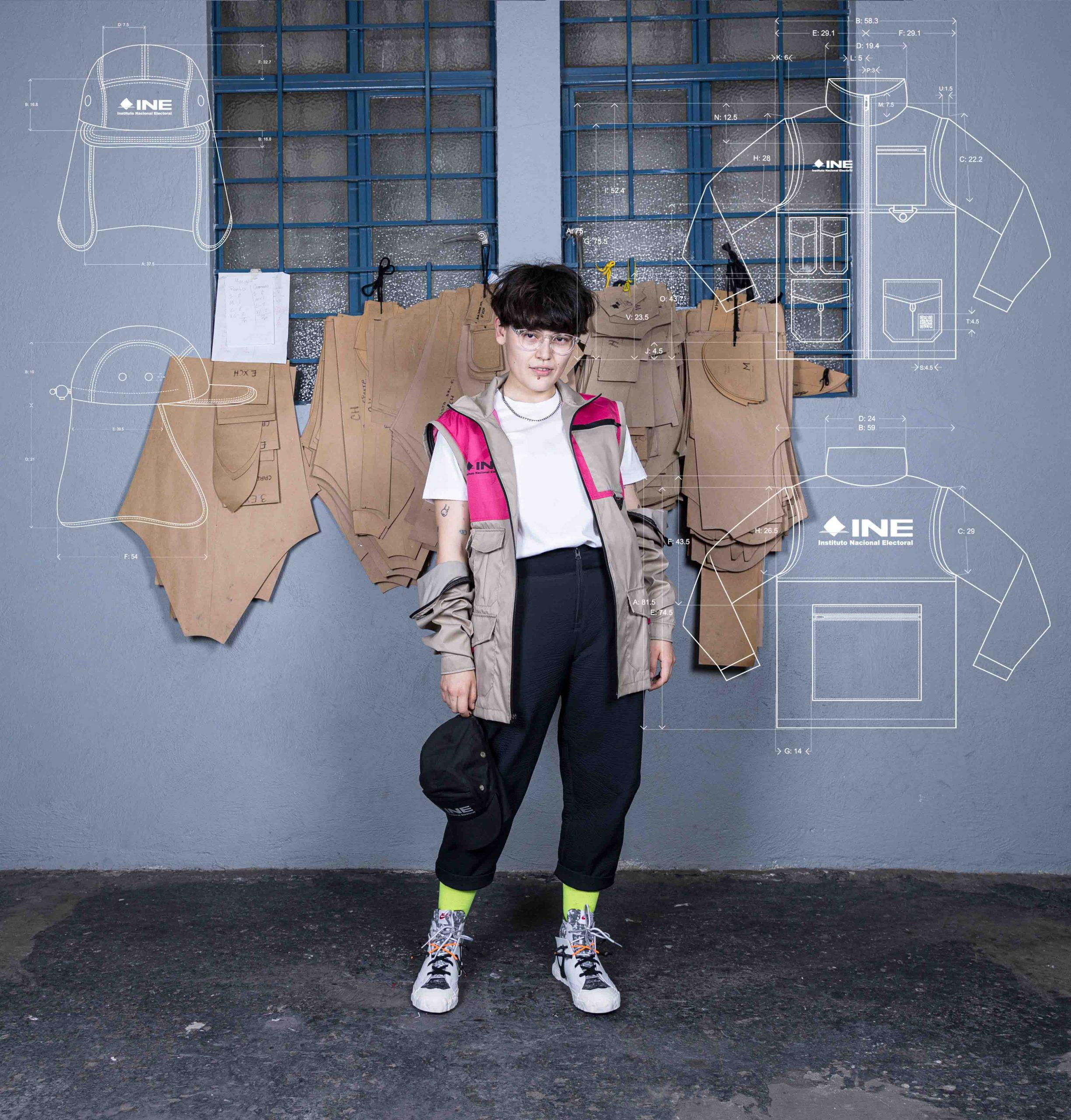 Cinthya Bfl modelando el uniforme ine 2021