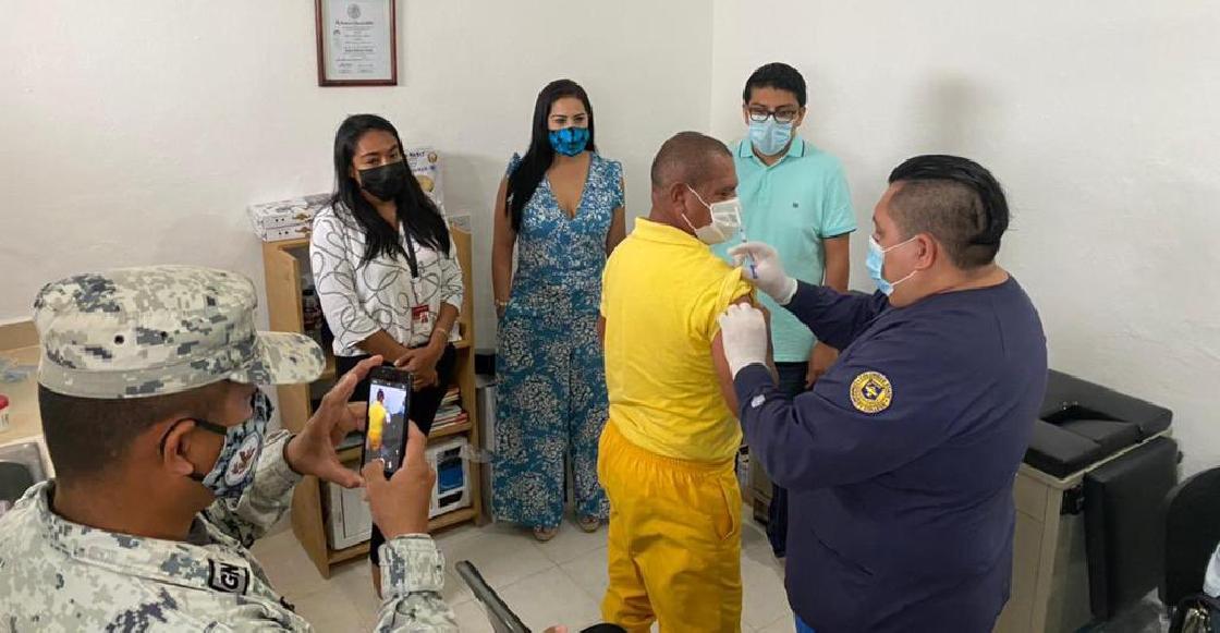 Vacunan contra Covid-19 a presos mayores del Cereso de Cozumel