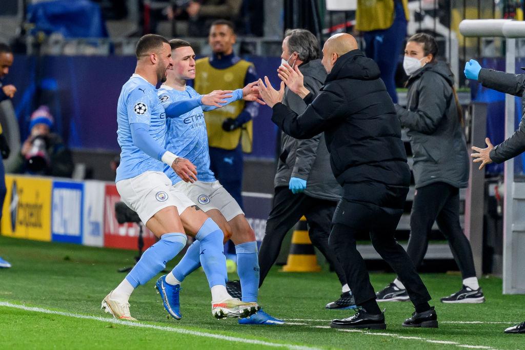 Foden celebra con Guardiola