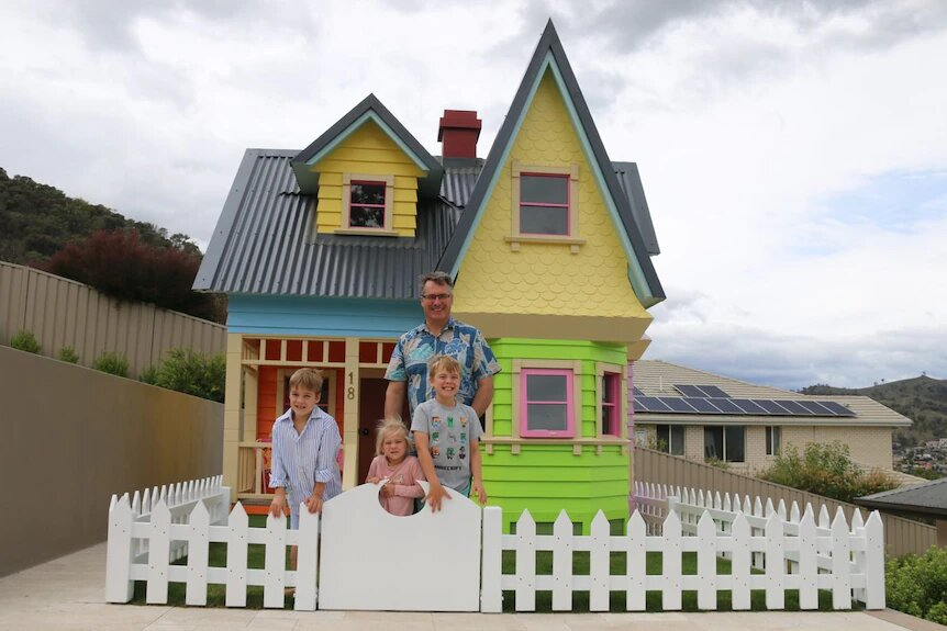 ¿El mejor papá del mundo? Hombre construye y recrea la casa de 'Up' para su hijo