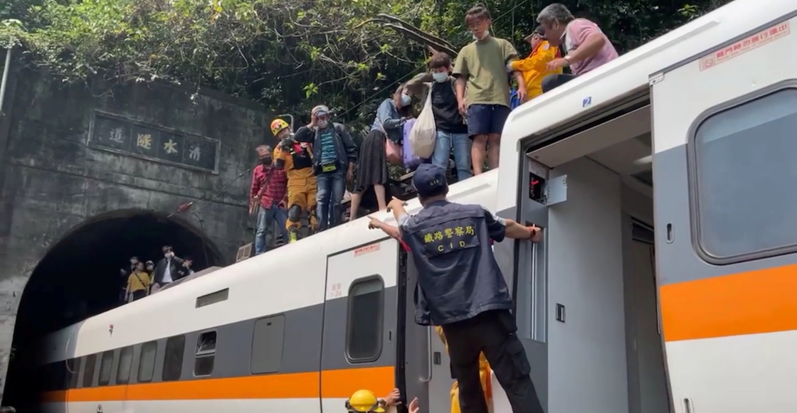 Quick Train Taiwan Photo Video What happened to the injured tunnel