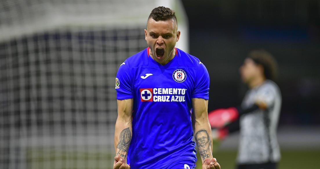 ¡Van los goles! Cruz Azul cortó su racha ganadora, pero rescató el liderato ante América