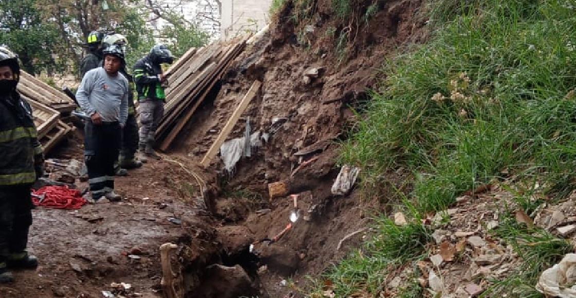 Mueren tres trabajadores al quedar atrapados por un deslave de tierra en Álvaro Obregón