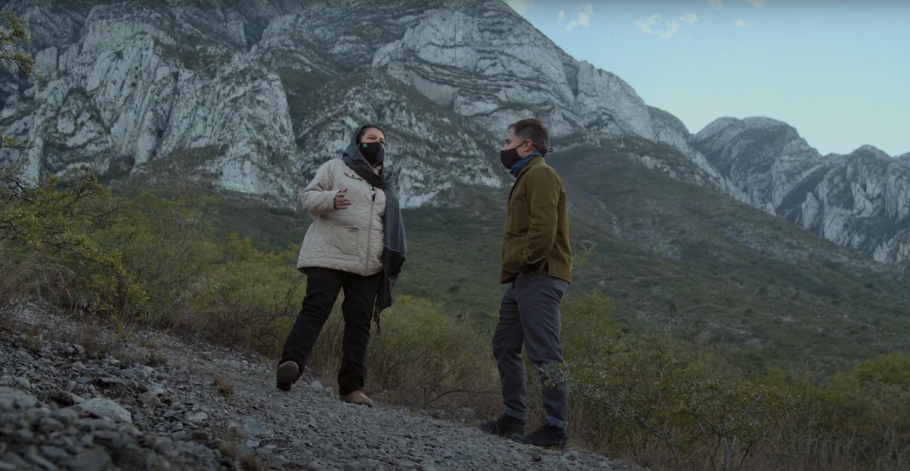 'Eres ecosistema': Yásnaya Aguilar y Gael García Bernal en el tráiler de 'El tema'