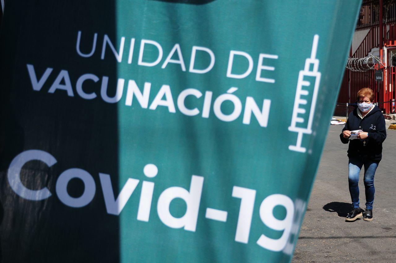 IMSS separa de su cargo (temporalmente) a director de Hospital que habría vacunado contra Covid a su hijo
