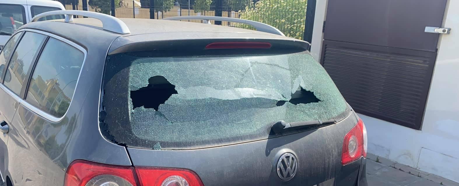 Un niño dejó una nota pidiendo disculpas en el auto al que le rompió un vidrio