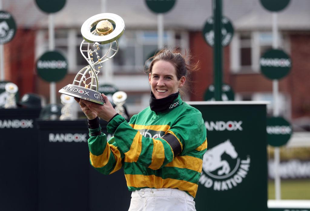 ¿Quién es Rachael Blackmore, primera mujer campeona de la carrera ecuestre más importante del Reino Unido?