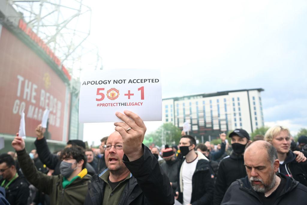 En imágenes: Las protestas de los aficionados del Manchester United en la cancha de Old Trafford