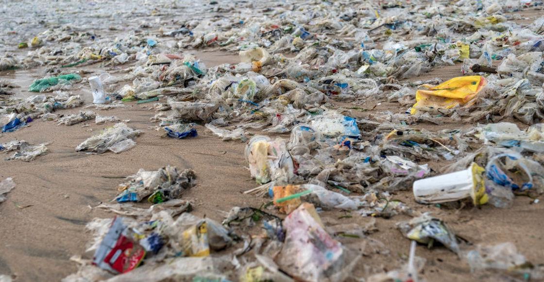 basura-plastico-empresas-mas-tiran-contaminantes-mundo-un-solo-uso-2021