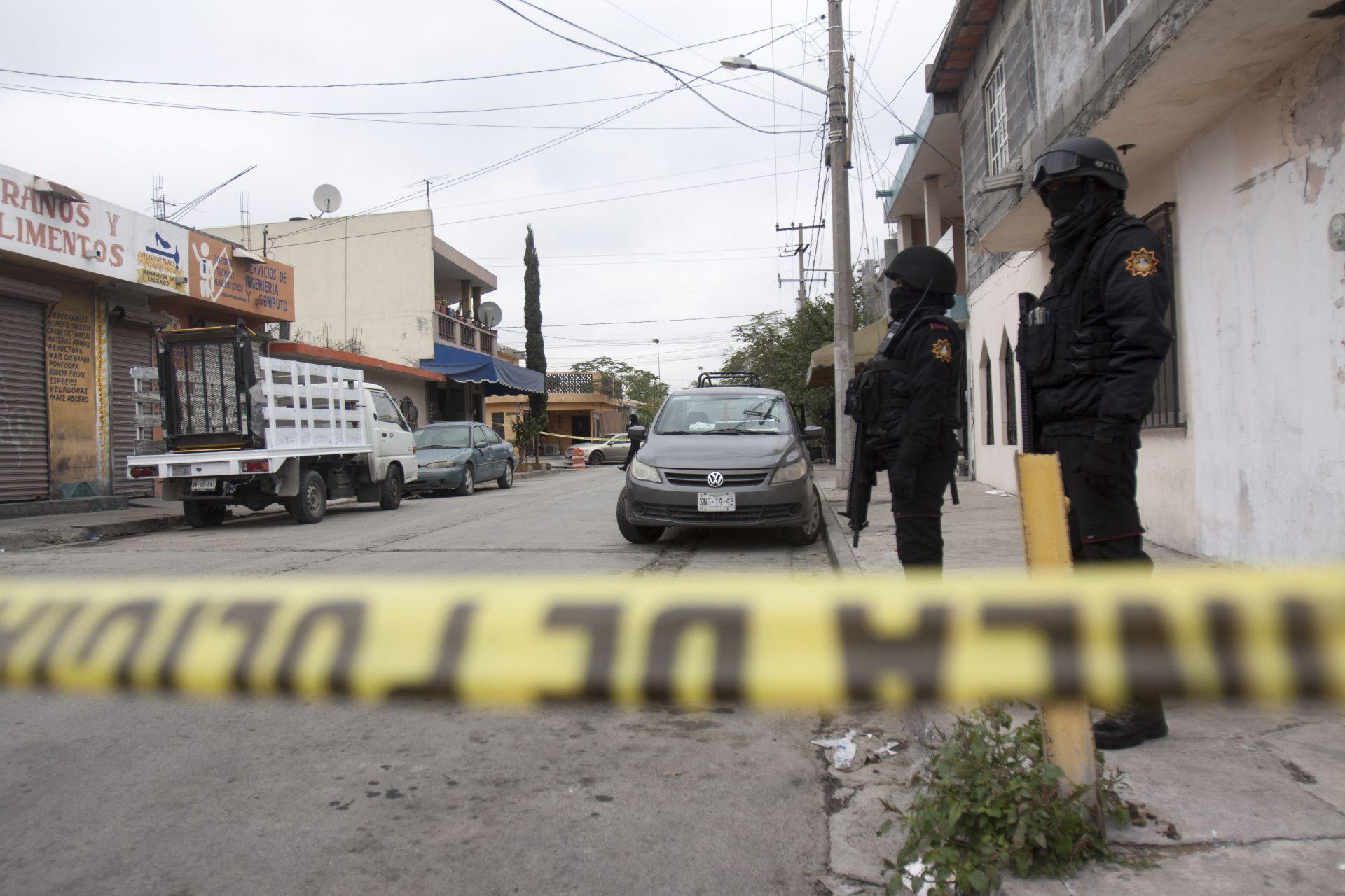 Despiden a funcionario de Colima tras ser detenido por golpear a su pareja