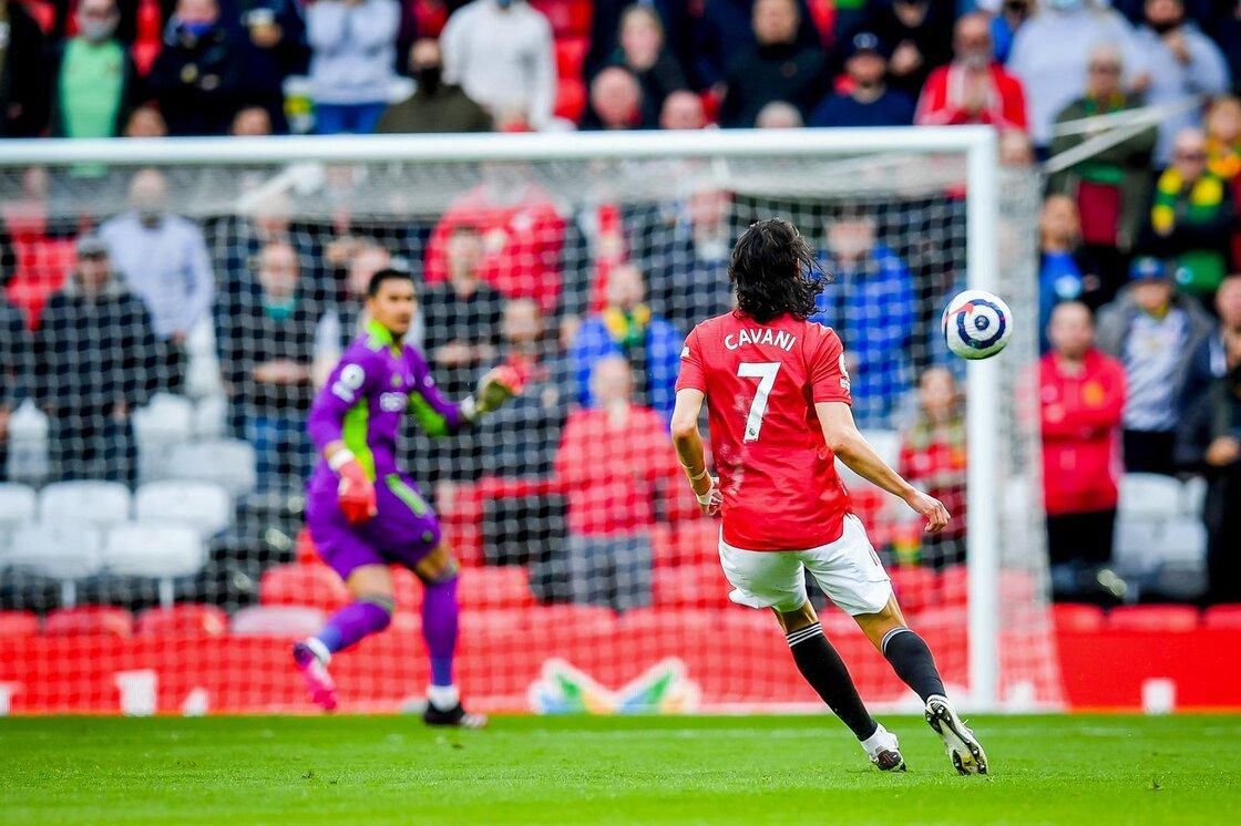 ¡Valió el boleto! Así fue el golazo de Edinson Cavani en el regreso de la afición a Old Trafford