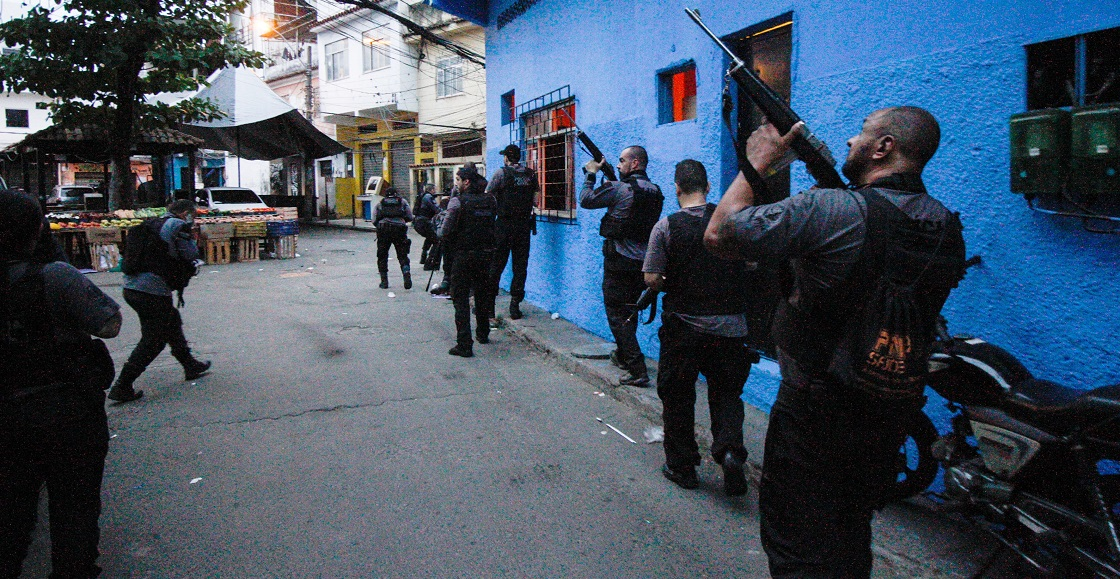The police carried out an operation against gangs in the slum area of Jakarecigno. In the raid, at least 25 people were killed in the shootout.