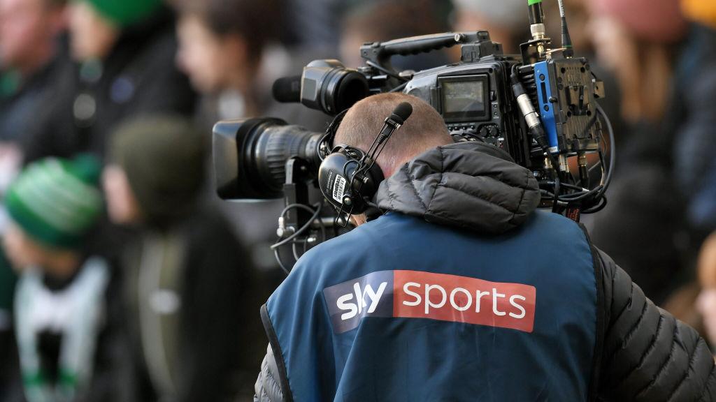 ¿Por qué es importante la renovación de derechos de transmisión en la Premier League?