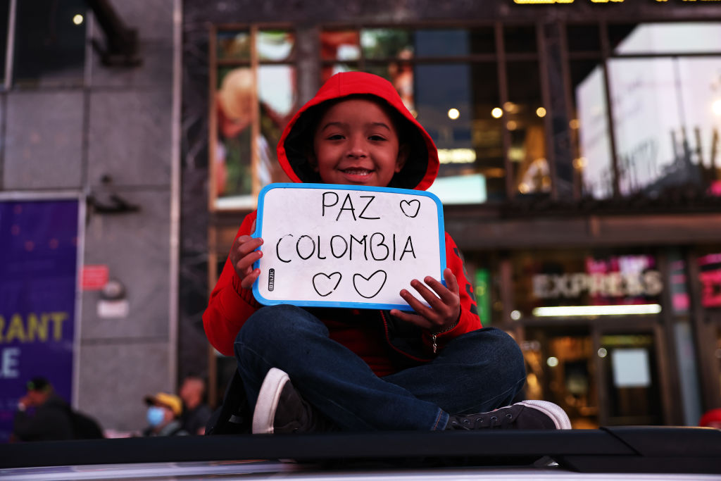 Protesters Colombia Sos