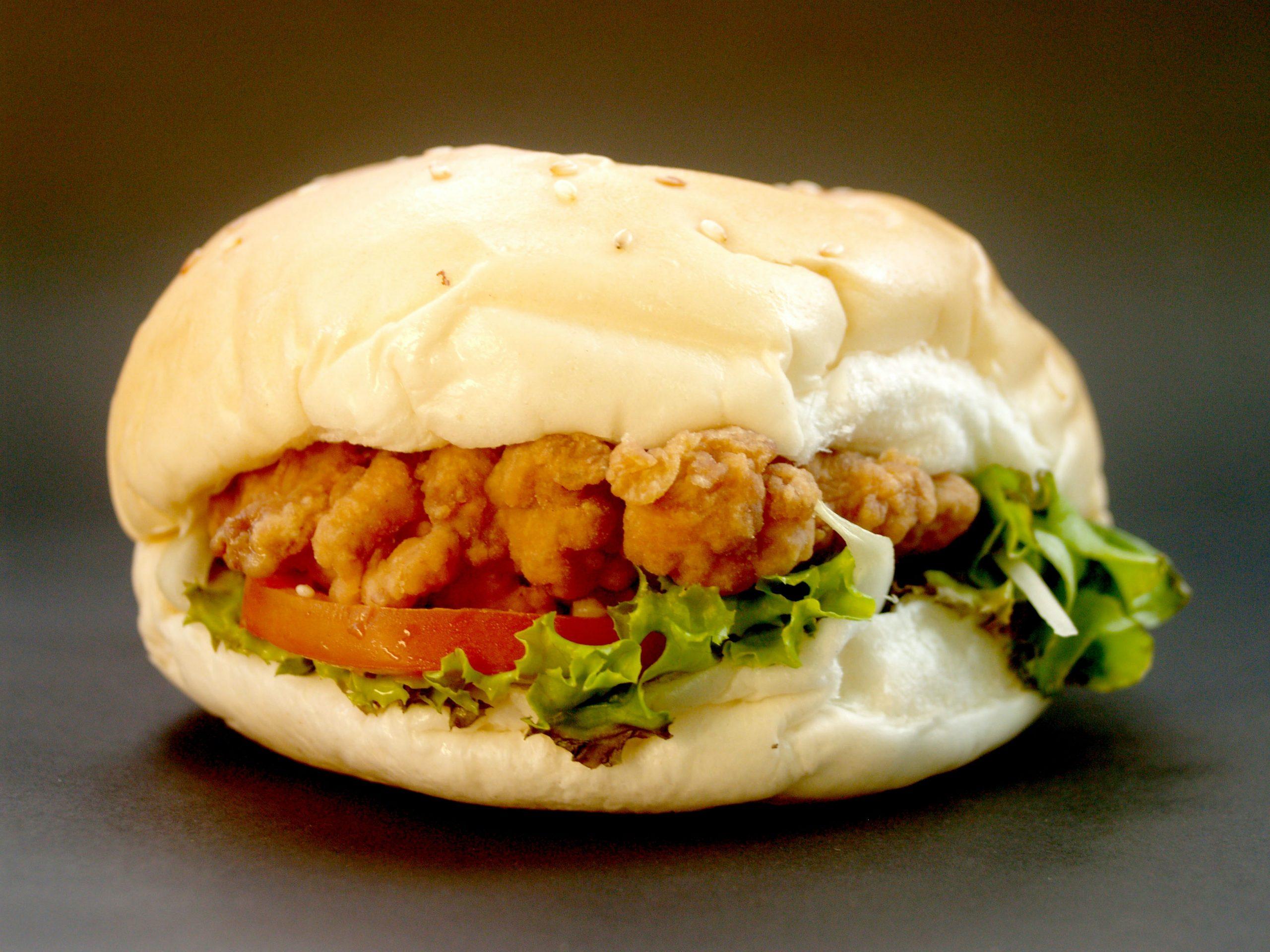 Es real: Popularidad de alitas y chicken sandwich provoca escasez de pollo en EU