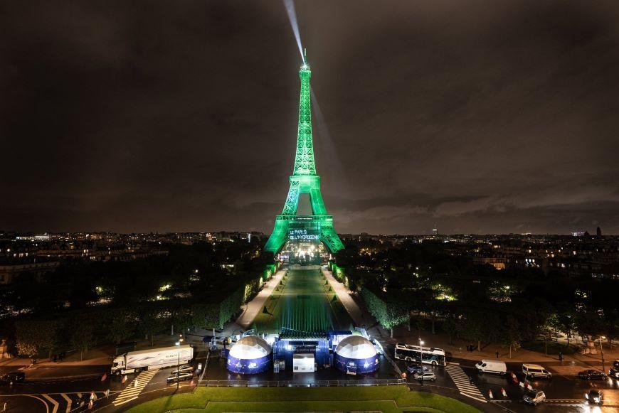 ¡Qué elegancia la de Francia! La Torre Eiffel se ilumina con hidrógeno verde