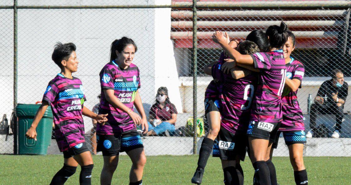 ¿Futbol profesional en Argentina? Villa San Carlos, el equipo femenil que depende de colectas