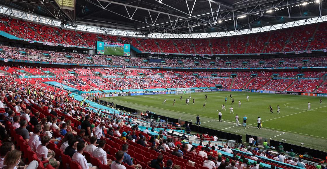 Reportan grave a aficionado que cayó de las tribunas de Wembley durante el Inglaterra-Croacia