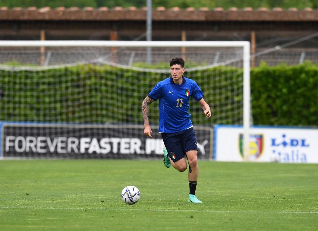 Alessandro Bastoni con la selección italiana