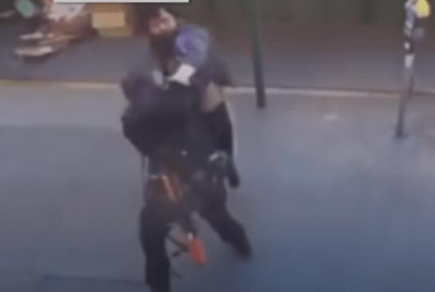Captan ataque racista contra una policía de origen asiático en EU