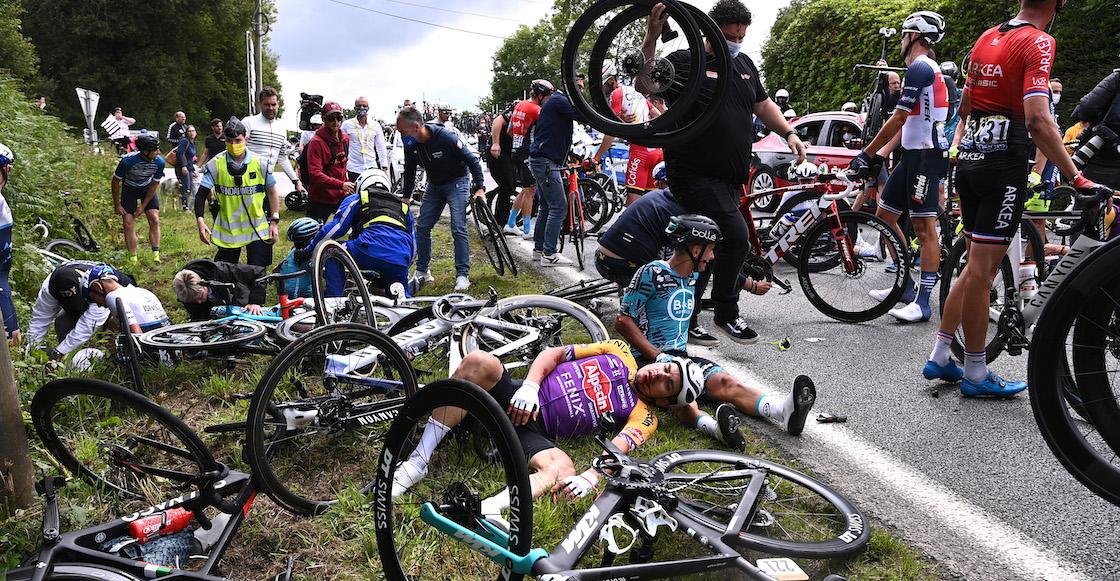 Detienen a la mujer que provocó múltiples caídas en el Tour de Francia