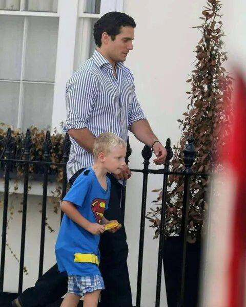 Henry Cavill va por su sobrino a la escuela; nadie creía que su tío era Superman