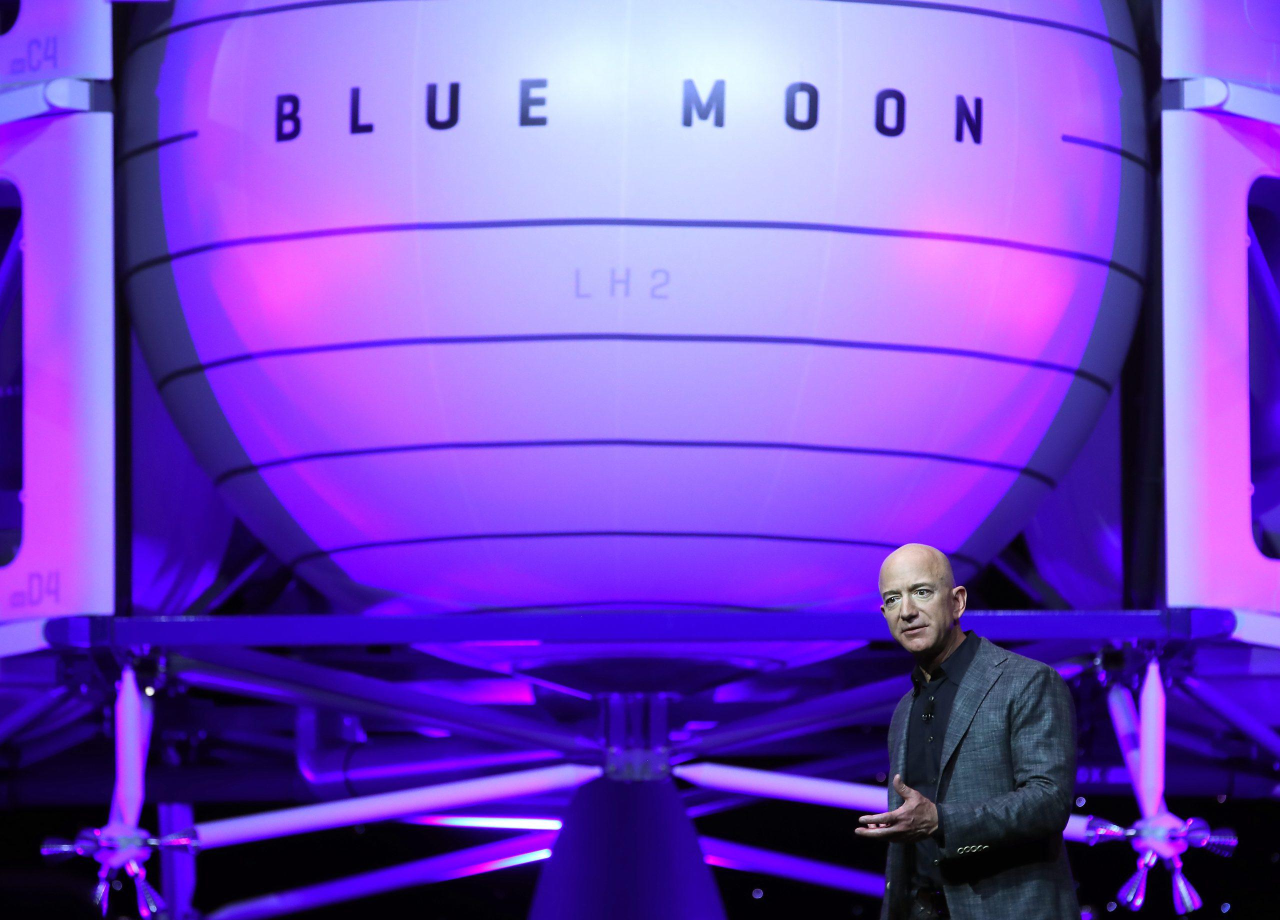Jeff Bezos viajará al espacio en el primer vuelo tripulado de Blue Origins