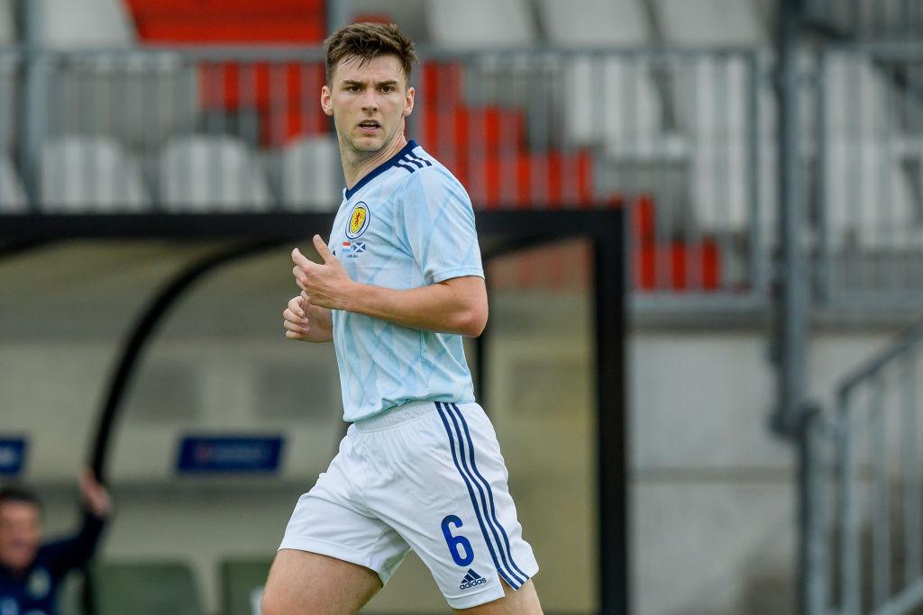 Kieran Tierney con la selección de Escocia