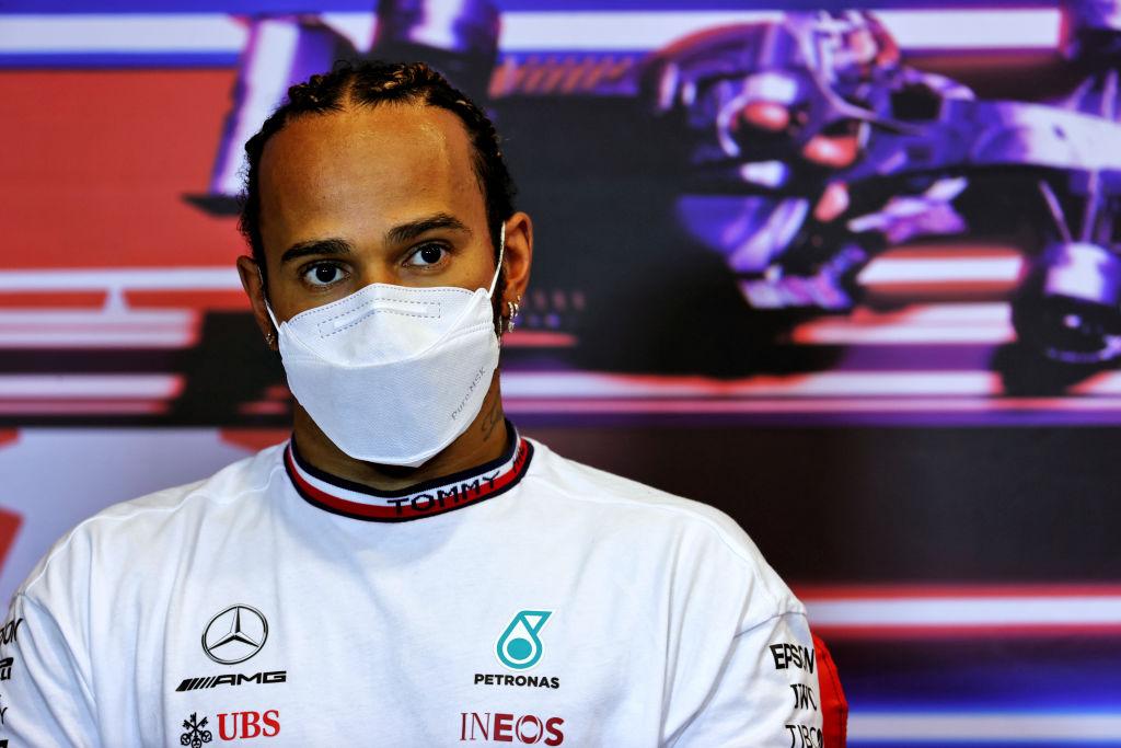 ¿Qué le pasó a Lewis Hamilton en la reanudación del GP de Azerbaiyán?