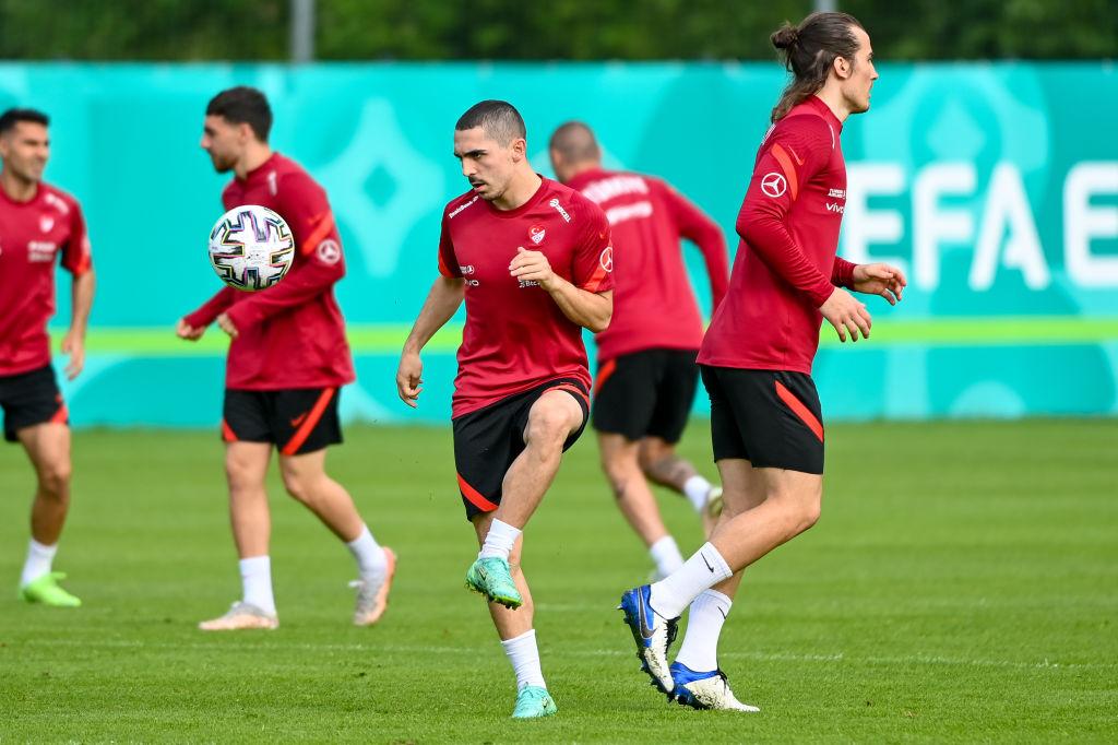 Merih Demiral defensa de la selección de Turquía