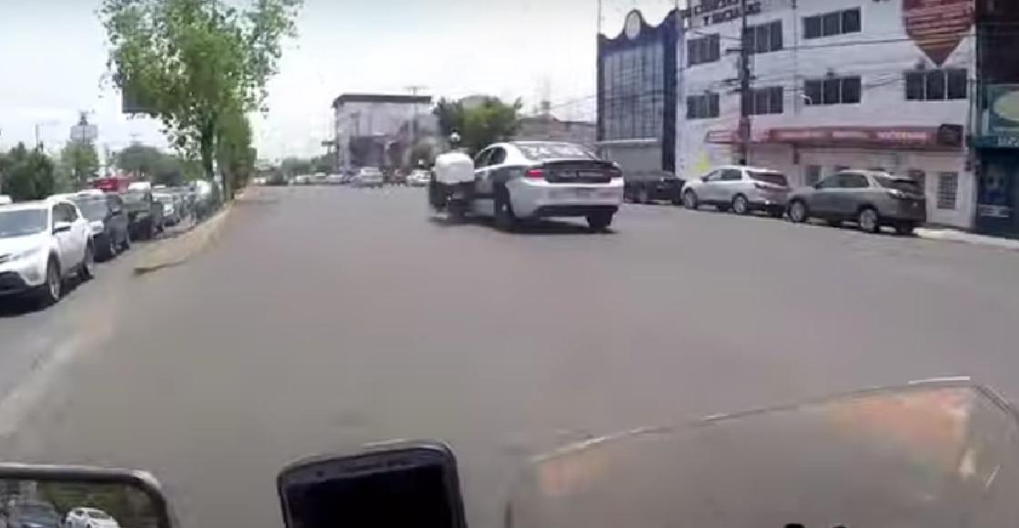 Separan de su cargo a policías de Tlalnepantla que fueron captados cuando atropellaron a un motociclista