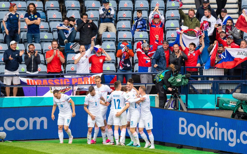 La selección de República Checa celebra la victoria sobre Escocia en la Euro 2020