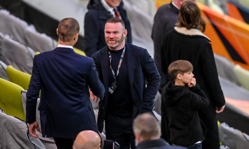 Wayne Rooney de visita en un estadio