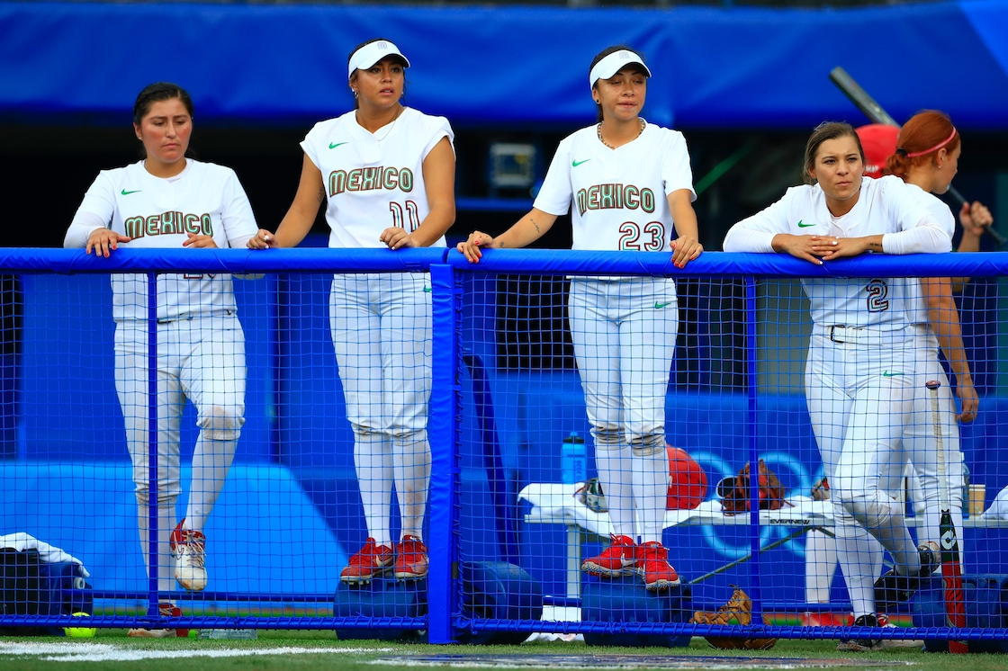 ¿Por qué el equipo de softbol dejó uniformes en la basura y cuáles serían las sanciones?