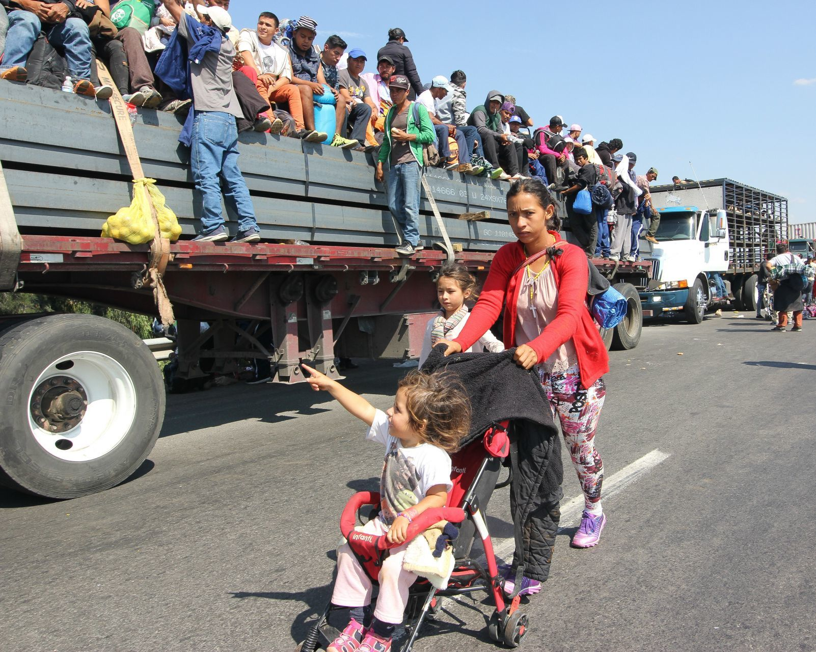 Biden prohíbe detener a migrantes embarazadas, en lactancia o posparto