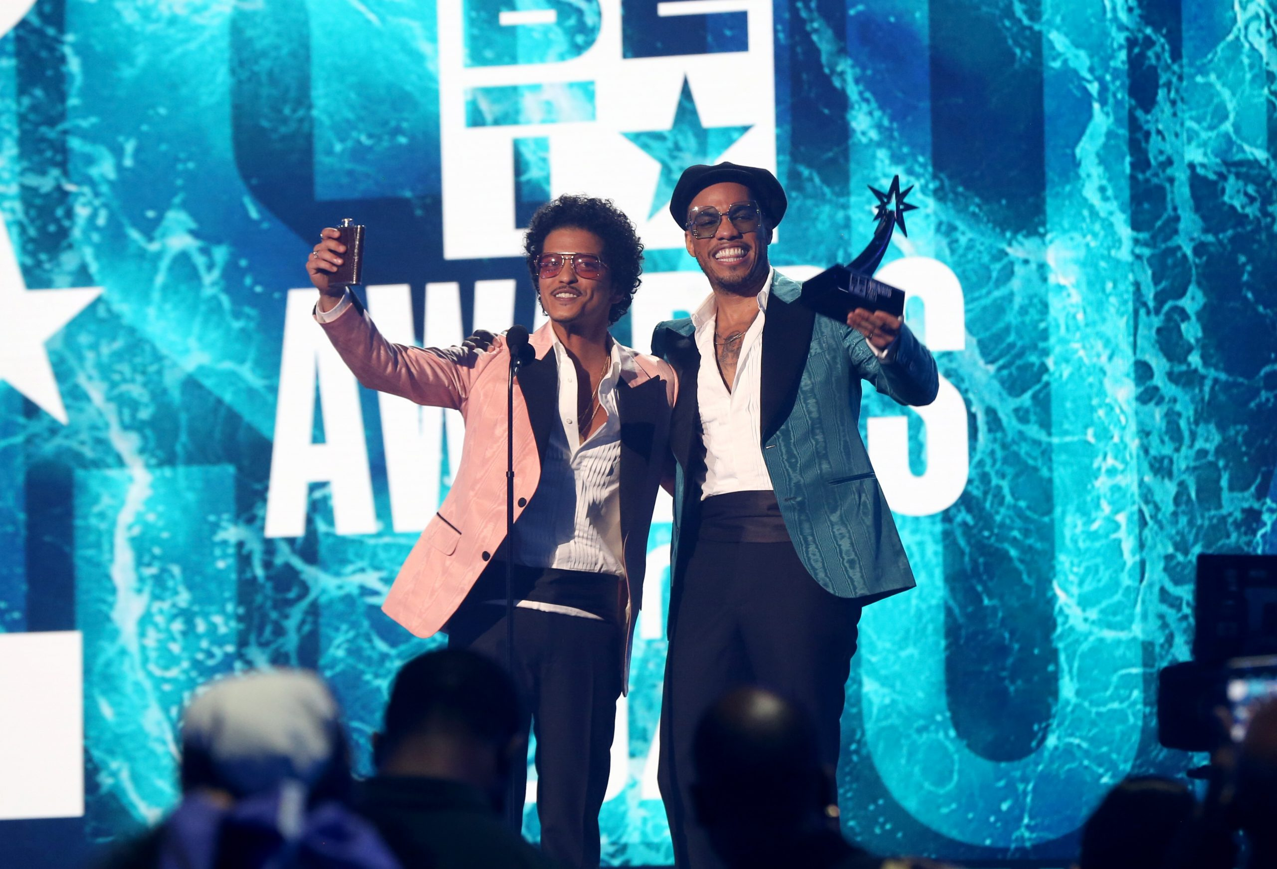 ¡Bruno Mars y Anderson .Paak vuelven con otra rola de Silk Sonic!