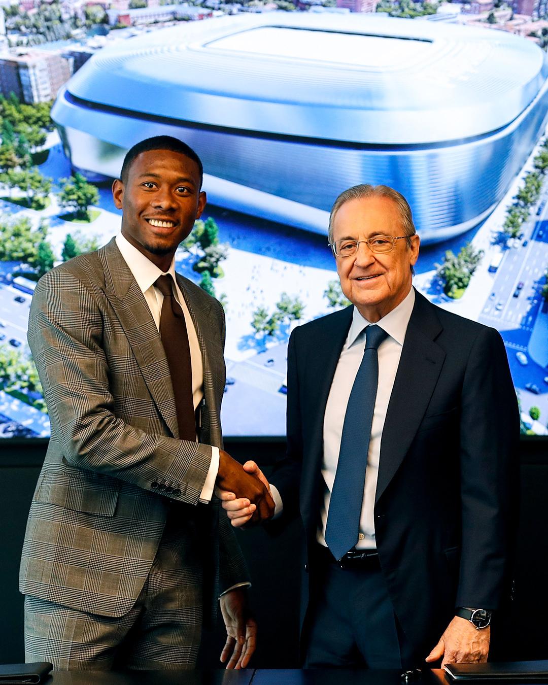 David Alaba y Florentino Pérez en su presentación oficial con el Real Madrid