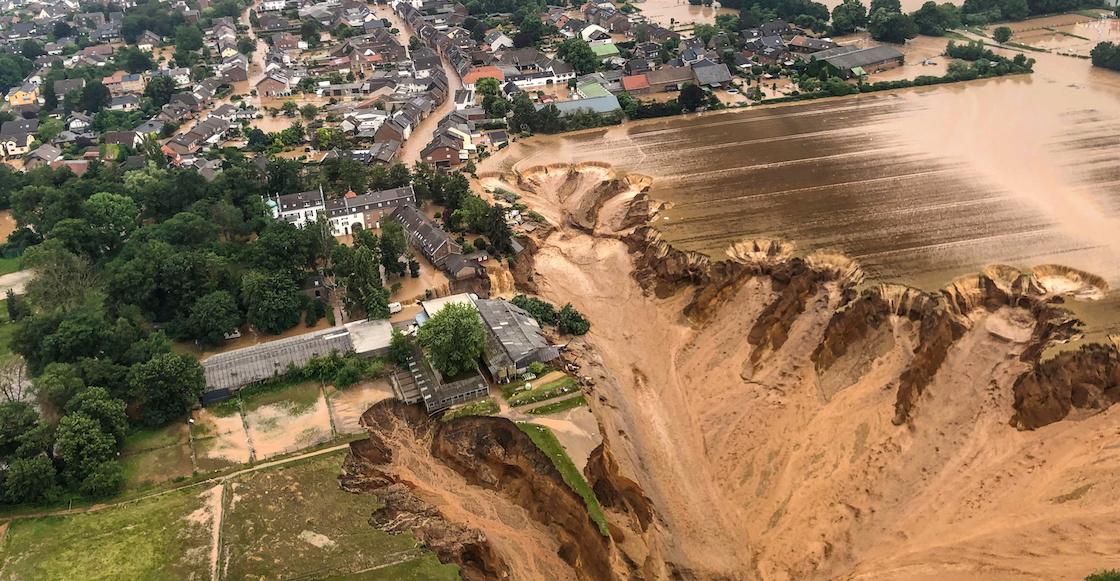 Despiden a una reportera por untarse lodo para fingir que ayudaba en las inundaciones de Alemania