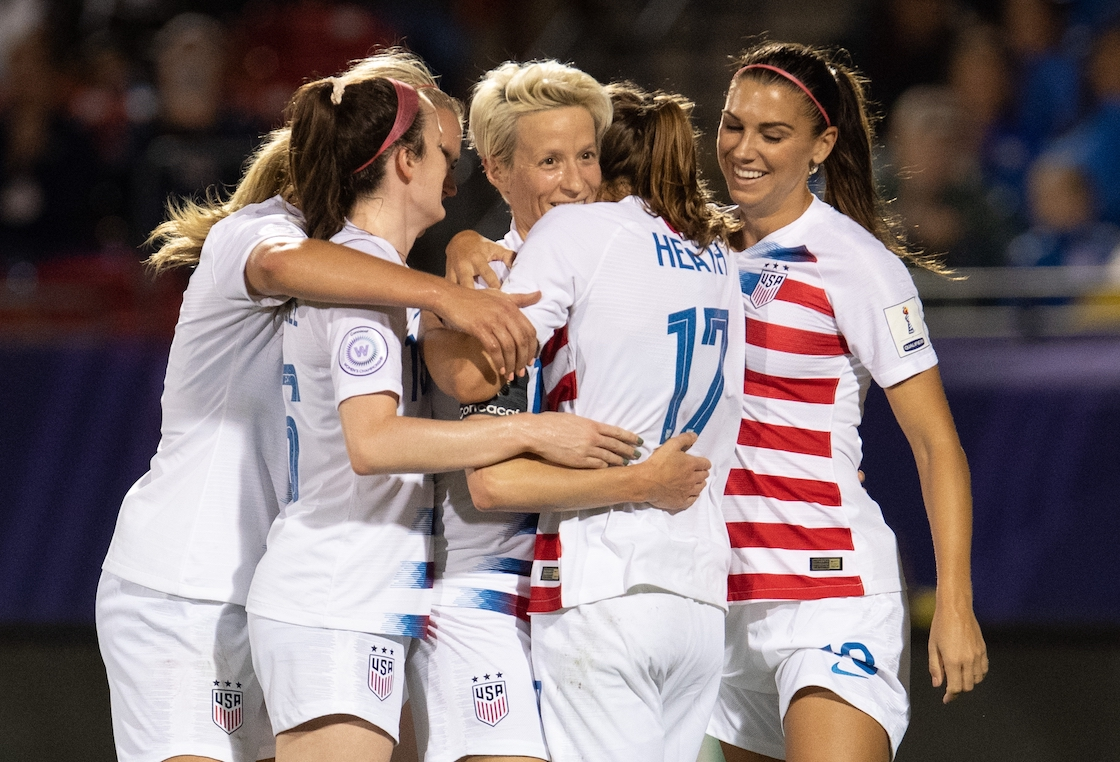 Appeals to the US men's team to demand equal pay for the women's national team
