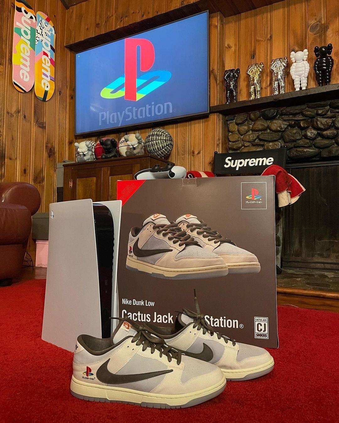 Sneakers Nike colaboración entre Play Station y Travis scott