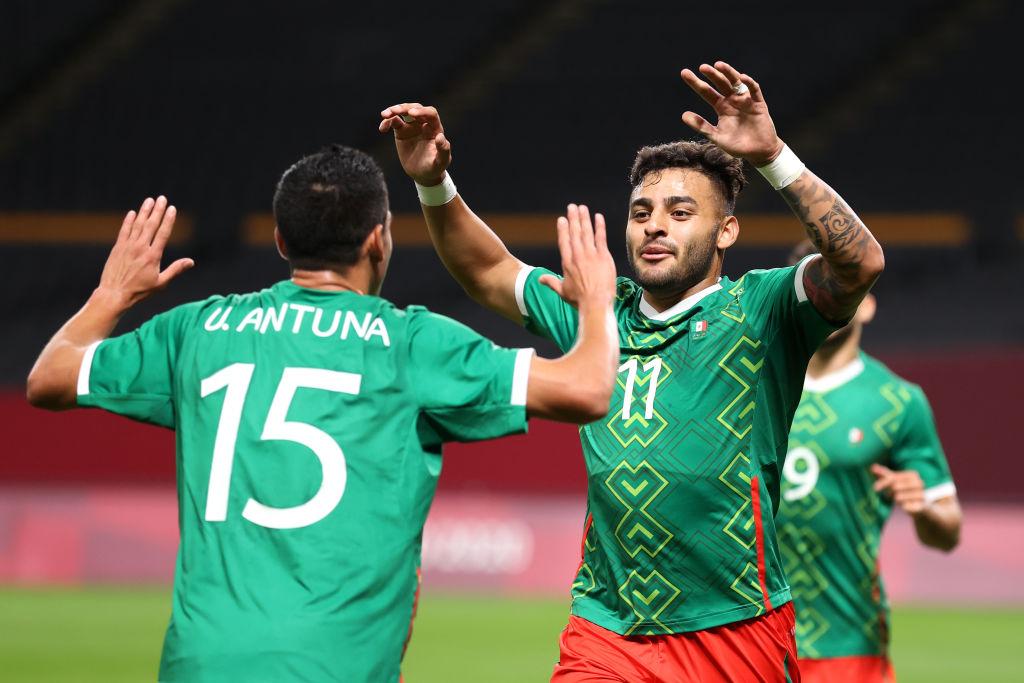 Selección Mexicana festejando uno de los goles contra Sudáfrica
