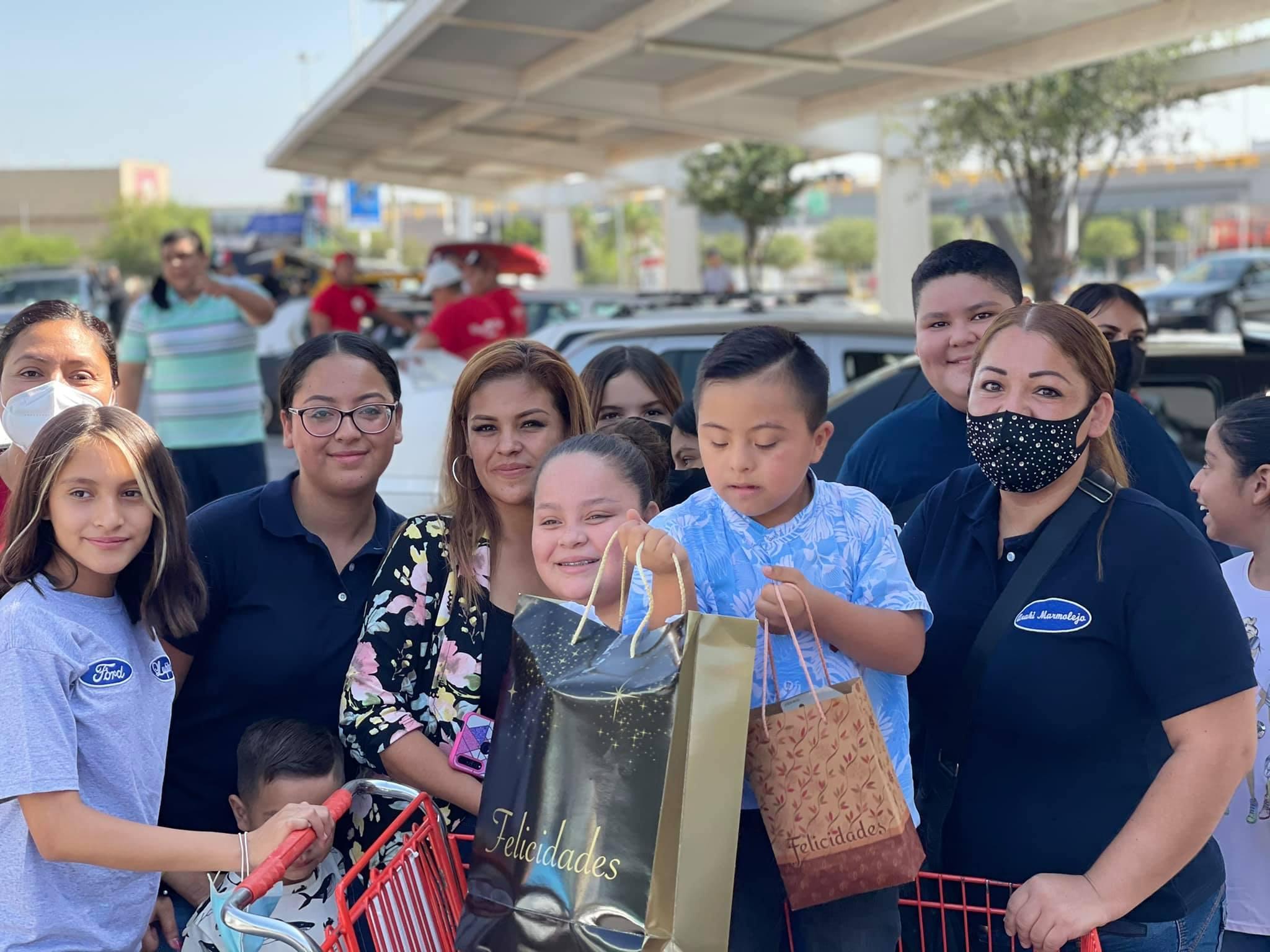 ¡Final feliz! Organizan fiesta de graduación a niño con síndrome de Down en Coahuila