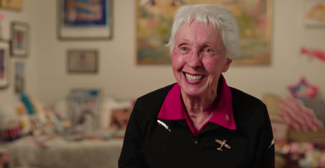 Conoce a Wally Funk, la piloto de 82 años que viajará al espacio con Jeff Bezos