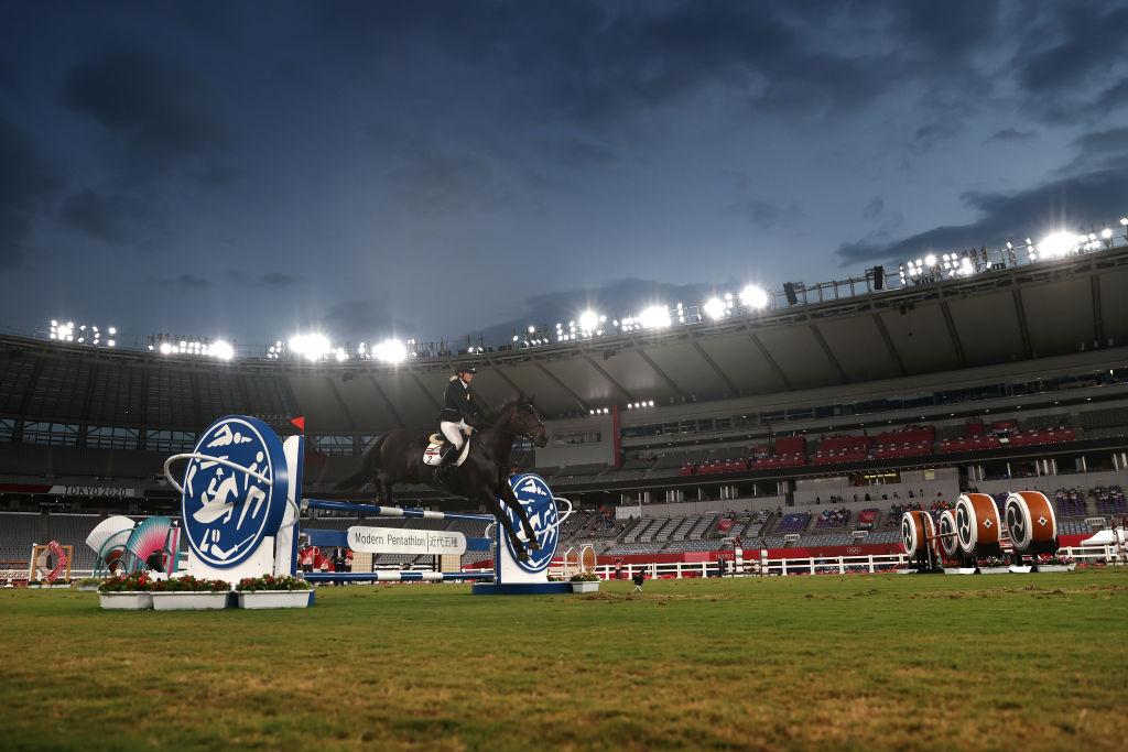 Suspenden a entrenadora que golpeó a caballo durante la prueba ecuestre de pentatlón de Tokio 2020